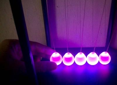Leaganul lui Newton cu LED