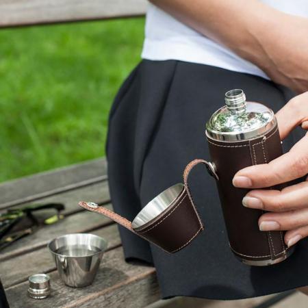 Plosca outdoor cu doua pahare shot1