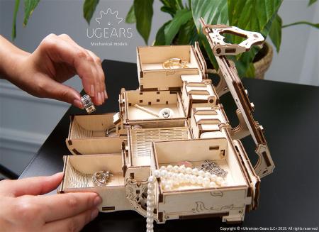 Puzzle 3D Cutie antica de bijuterii Ugears4