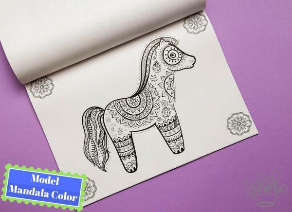 Carte de colorat cu desene Mandala