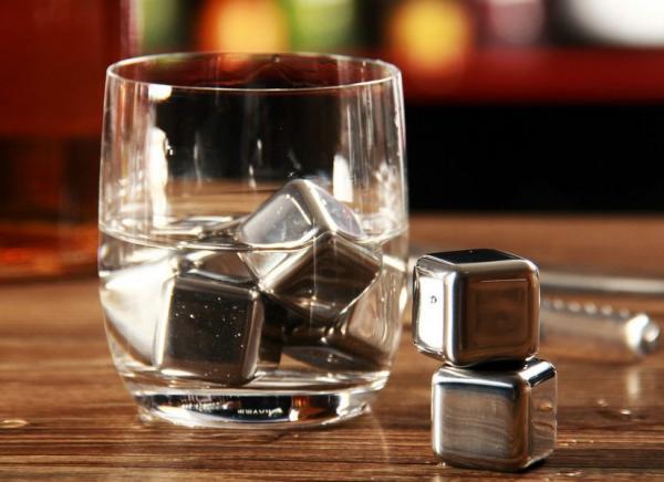 Cuburi din otel pentru whiskey