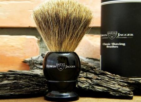 Pamatuf negru cu par natural de bursuc Best Badger pentru barbierit clasic cu brici sau aparat de ras Edwin Jagger