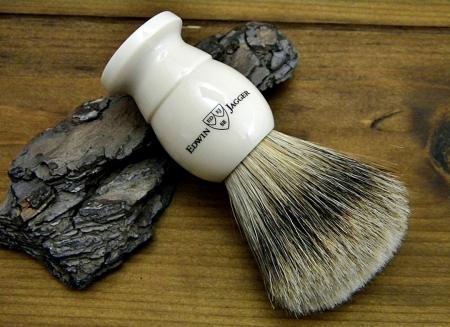Pamatuf ivory cu par natural de bursuc Best Badger pentru barbierit clasic cu brici sau aparat de ras Edwin Jagger