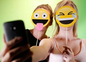 Propsuri Emoji pentru Selfie