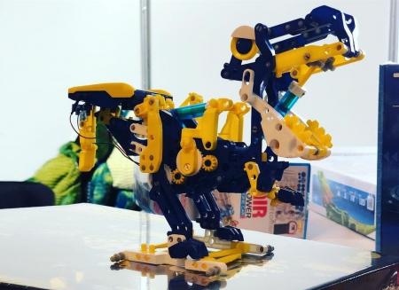 Dinozaur alimentat cu energie solara 12 in 1