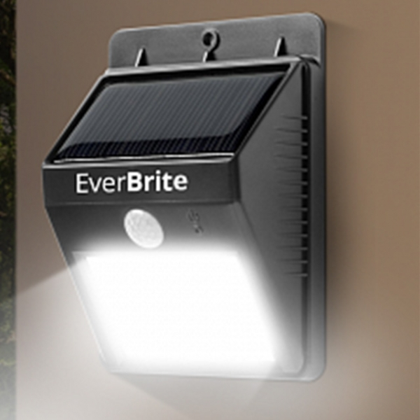 Lampa Pentru Exterior Cu Incarcare Solara Si Senzor Ever Brite