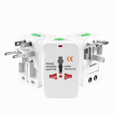 Incarcator adaptor universal pentru calatorii cu protectie