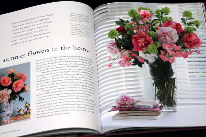 Forever Flowers: The New Approach to Decorating with Fake Flowers [4]