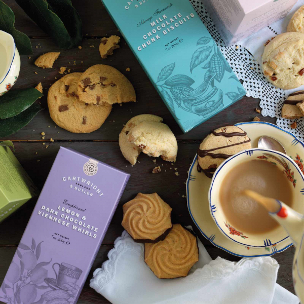 Biscuiti cu ciocolata cu lapte in cutie carton 200G 3