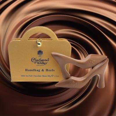 Poșetă mini aurie 60G - patru pantofi din ciocolată cu lapte și caramel sărat1