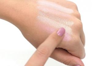 Paleta iluminatoare cu farduri de obraz MAKEUP REVOLUTION Shimmer Brick Pink Kiss, 7g4