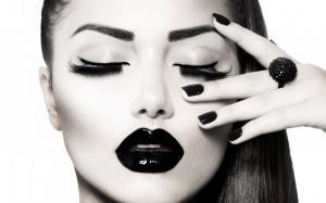 Gloss negru intens Rimmel Stay Glossy - 480 Black Diva1