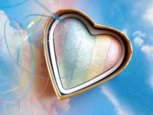 Iluminator Makeup Revolution I Heart Makeup a Rainbow Highlighter made by unicorns - Unicorns Heart5