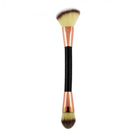 Pensula Flexibila Pentru Conturarea Tenului Makeup Revolution Flex 03 Sculpt&Contour