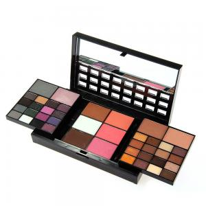 Trusa Profesionala Completa Makeup cu 74 Nuante Smokey Look Collection1