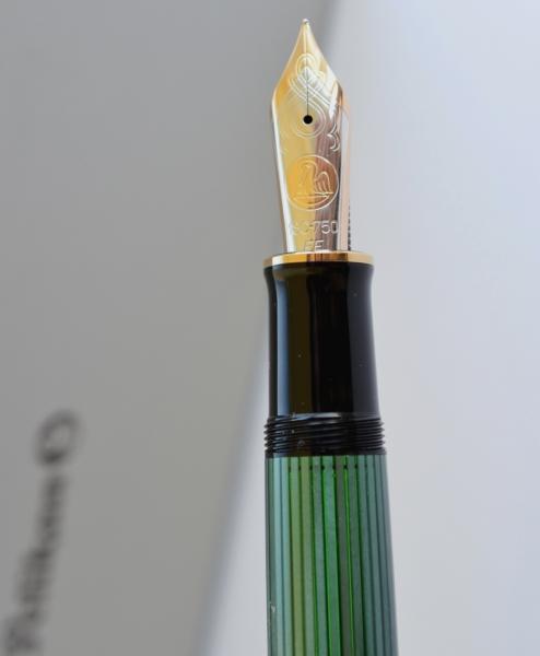 Stilou Souveran M1000 Negru-Verde Pelikan 4
