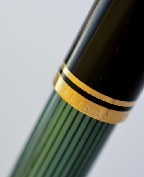 Stilou Souveran M1000 Negru-Verde Pelikan 2