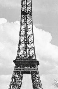 Fototapet 00644 Turnul Eiffel anul 19091